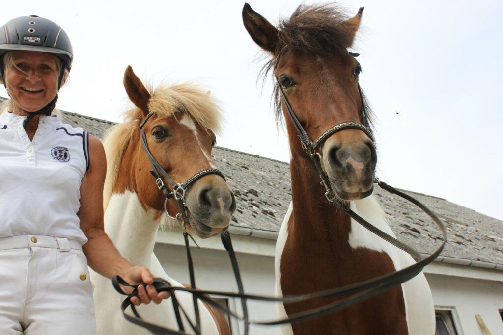 Mød Helle som er uddannet rideterapeut hos skolen for rideterapi