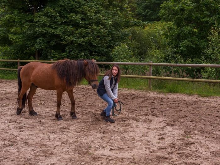 Med horsemanship  arbejdes der med tillidsøvelser. Skolen for rideterapi.