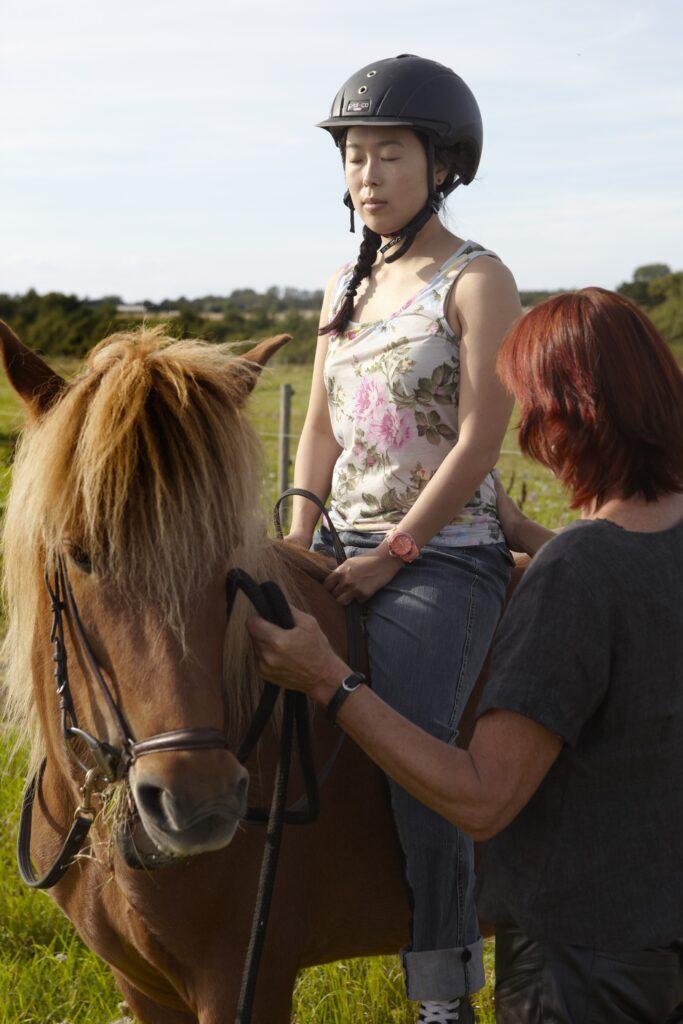 I rideterapi uddannelsens modul 2 skal vi primært arbejde med at være sansende og nærværende